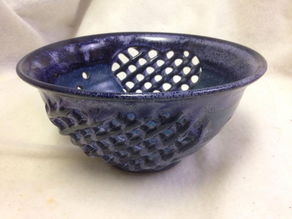 Lot 768: nice handmade-Stoneware-Colander-vintage