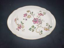 Lot 806: Wedgwood Swallow Pattern Porcelain Serving Plate