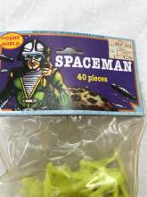 Lot 816: Figure World Toy Spaceman, 40 Pieces