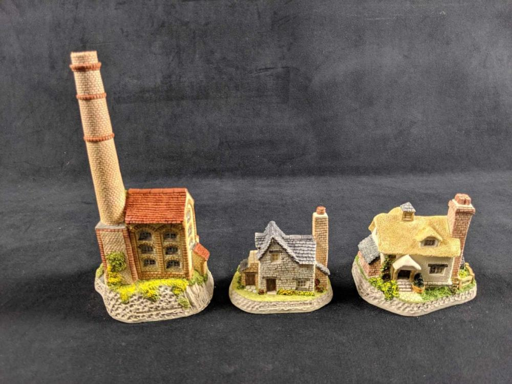 Lot 844: David Winter Cottages Lot Of 3