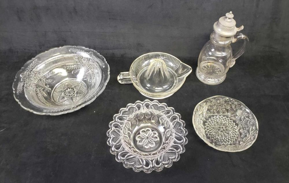 Lot 842: Lot of 5 Glass Items