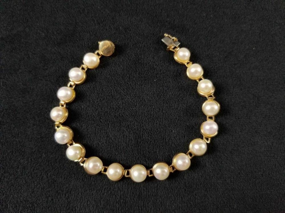 Lot 857: 10K Gold Pearl Bracelet