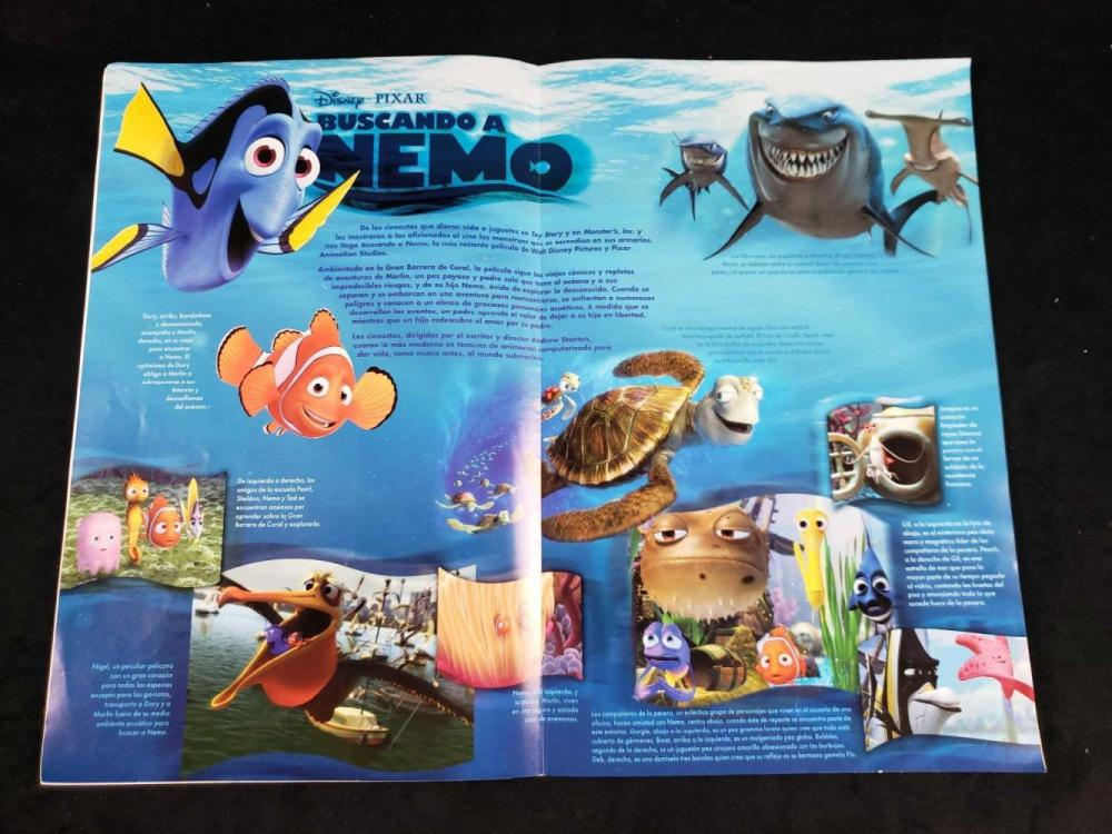 Lot 492: Disney Cast Paper Magazines Buscando A Nemo and Toy Story 2