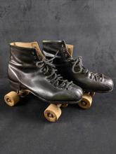 Lot 512: Vintage Mens Chicago Black Rollerskates With Carrying Case
