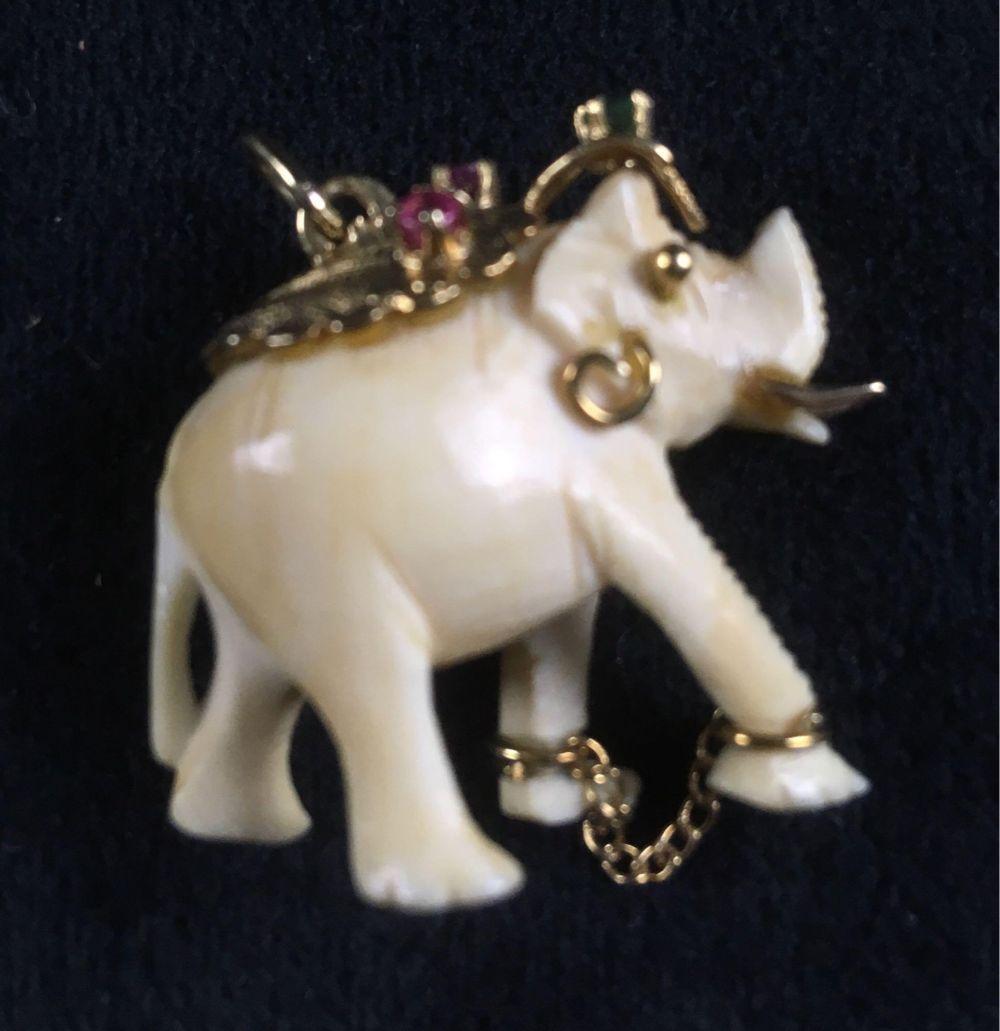 Lot 529: Vintage East Asian 14k Gold Elephant Pendant