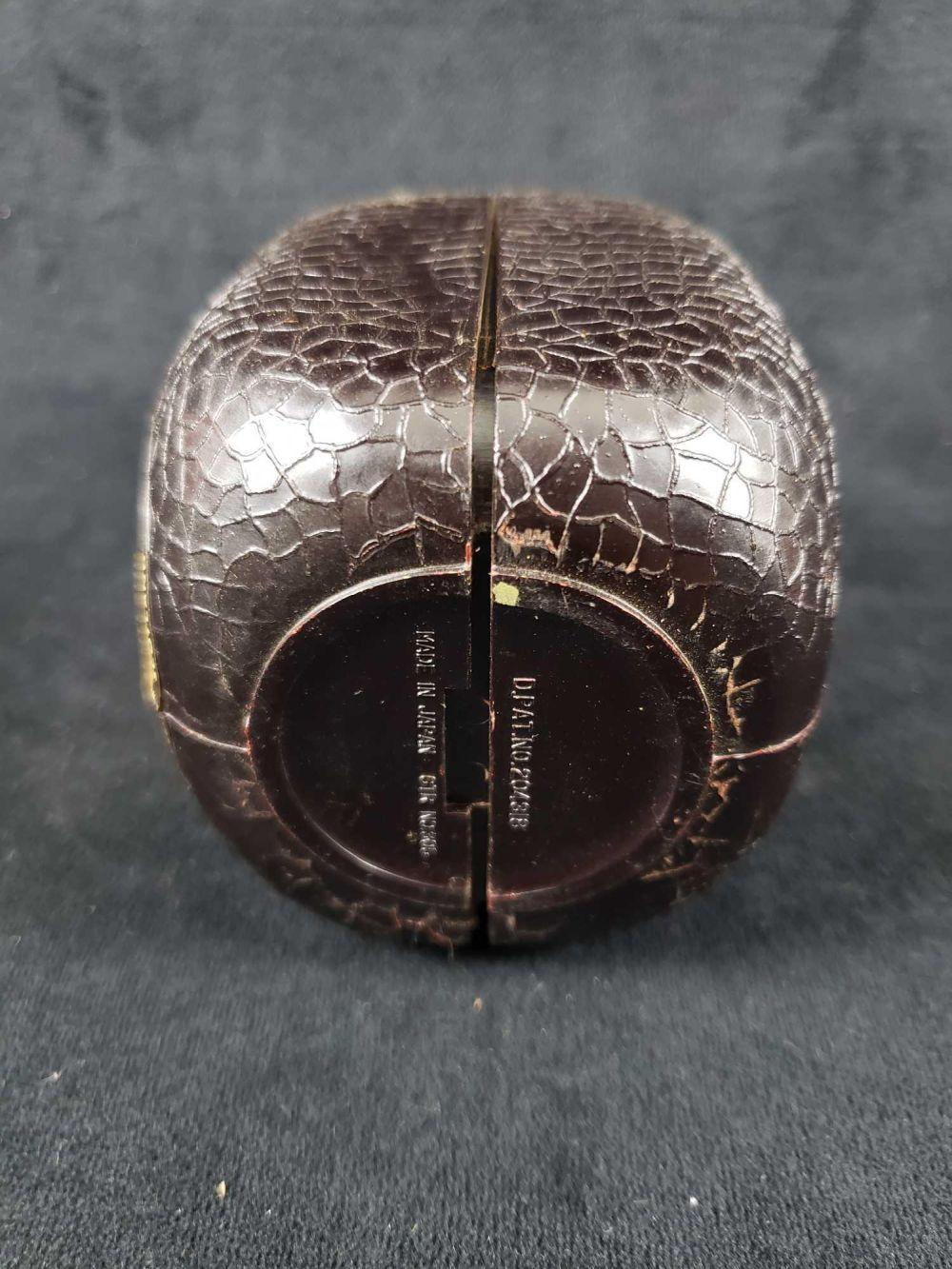 Lot 533: Grand Old Parr Deluxe Scotch Whisky Transistor Radio Bottle