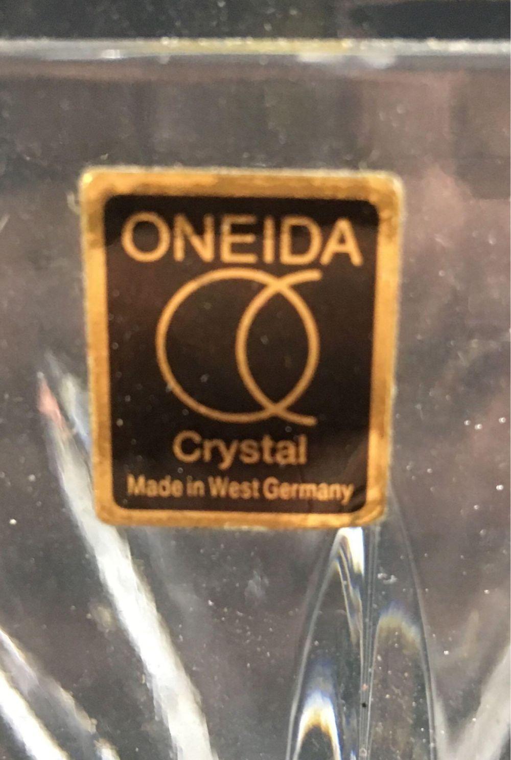Lot 535: Vintage OniedaClear Crystal Glass Vase