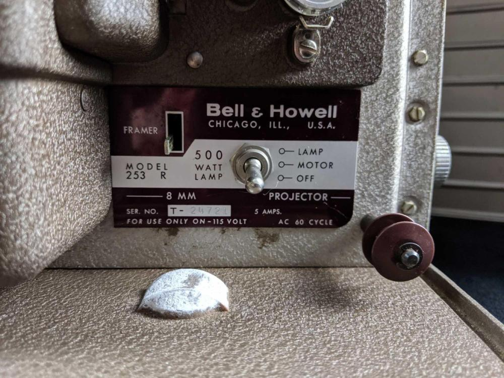 Lot 610: 1950 Projector Film Bell and Howell 8mm 253A