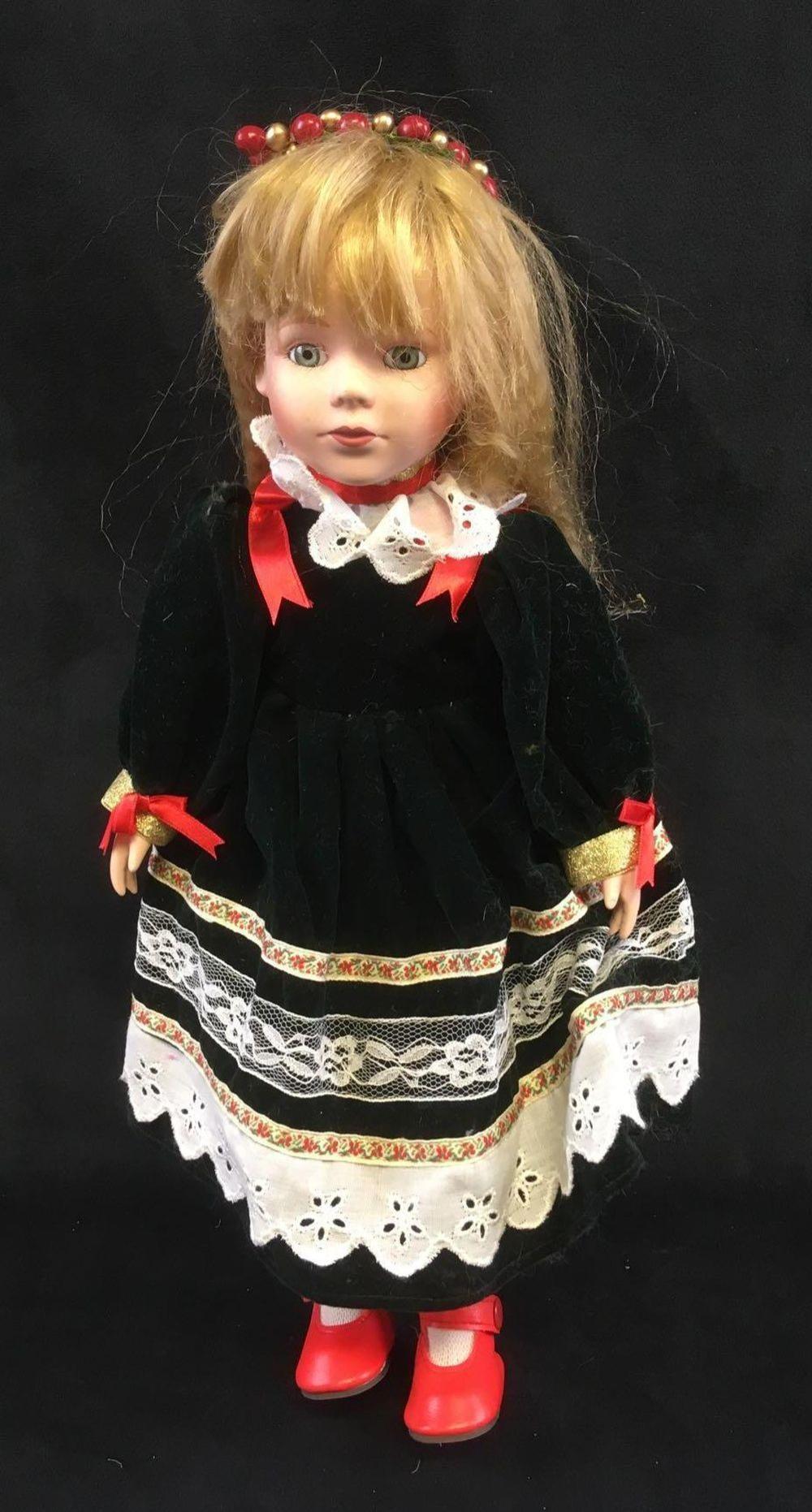 Lot 614: JC Penney Collectors Porcelain 1992 Doll