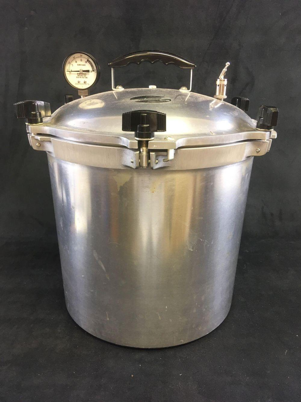 Lot 638: All American Cast Aluminum Pressure Cooker No. 925