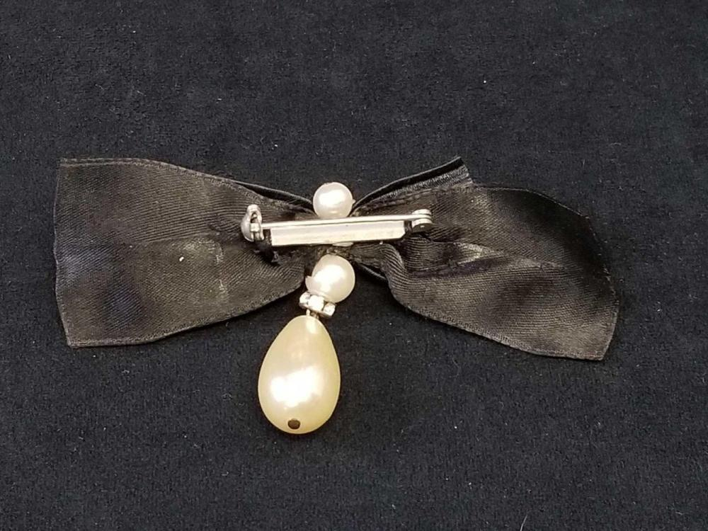 Lot 861: Art Deco Faux Pearl on Black Bow Dangle Drop Earrings and Brooch