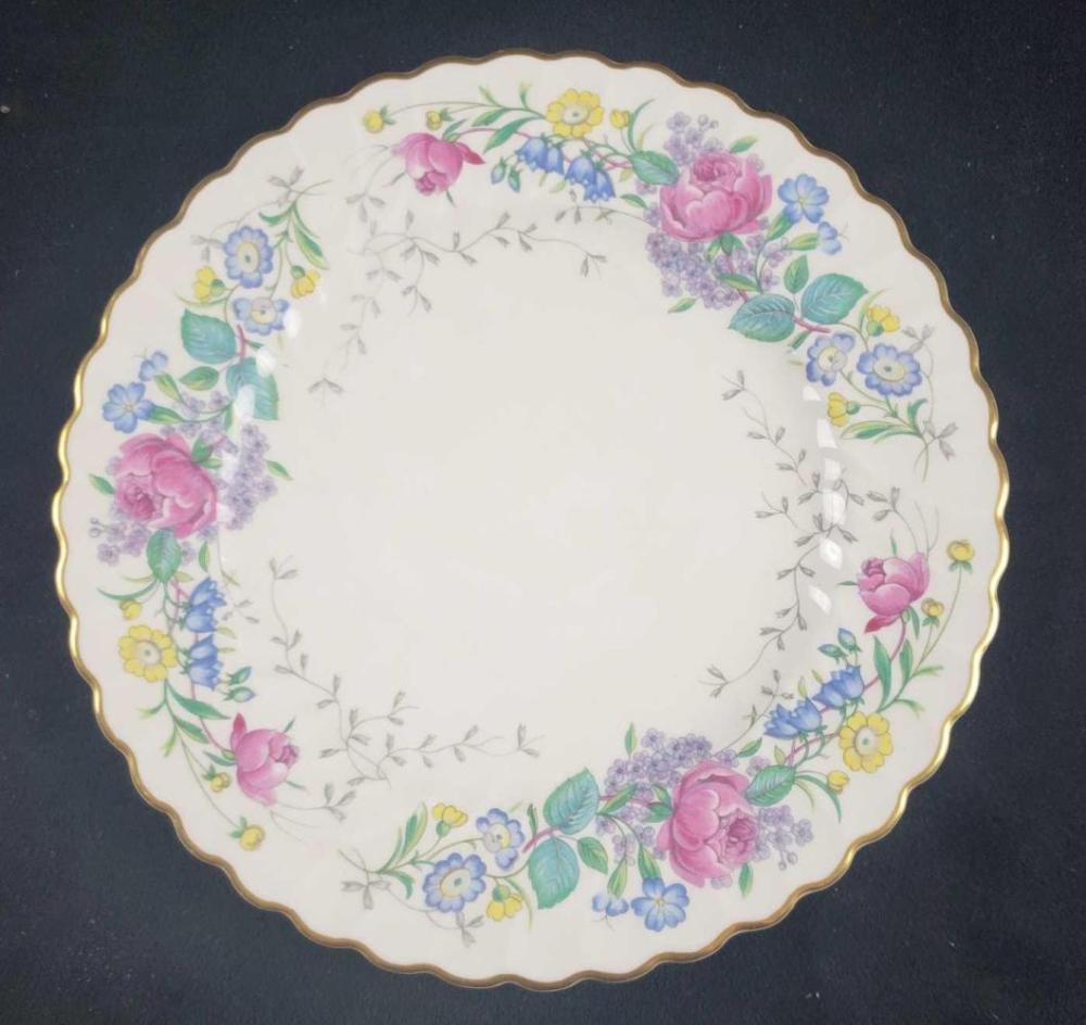 Lot 1000: Syracuse China Lilac Rose Plate