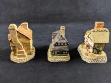 Lot 1036: David Winter Cottages Lot Of Three
