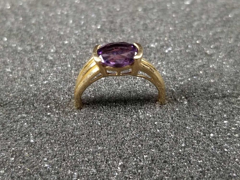 Lot 1066: 10K Gold Amethyst Ring Size 8