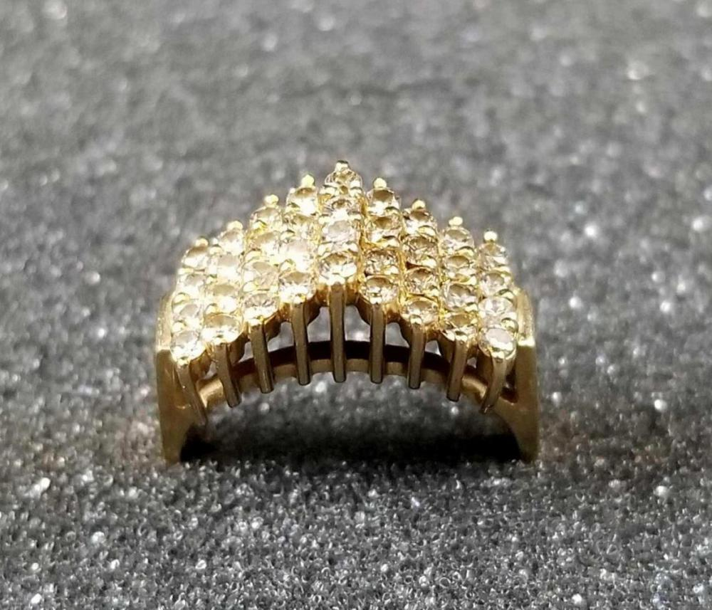 Lot 875: 14K Gold Cathedral Style Ring Size 6