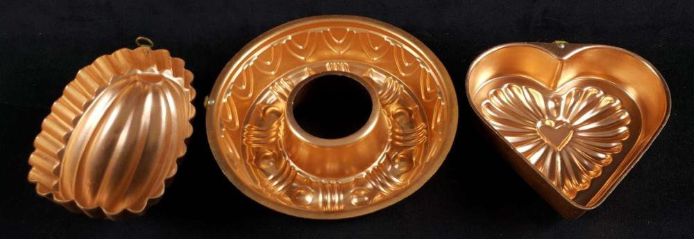 Lot 885: Lot of 3 Copper Shaped Baking Pans
