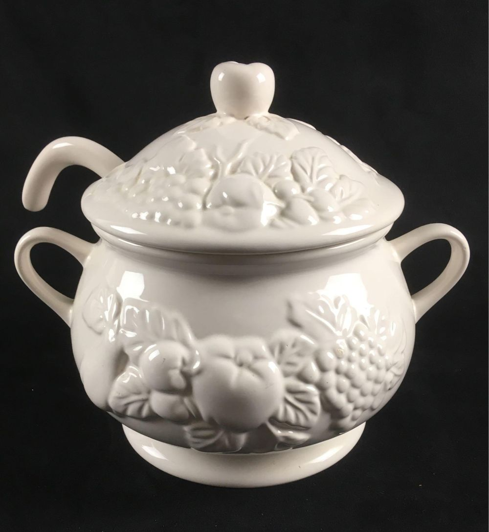 Lot 886: White Porcelain Soup Tureen with Lid and Ladle