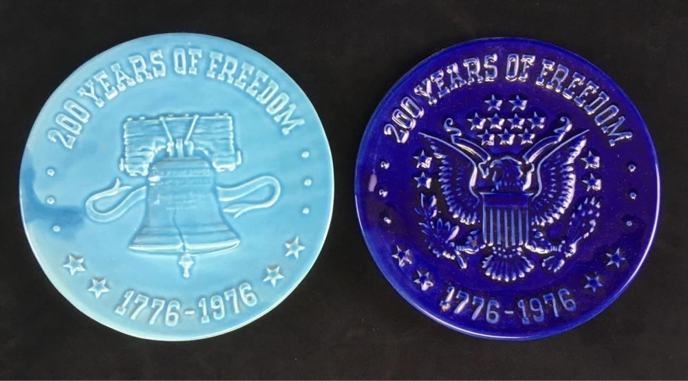 Lot 897: 2 Blue Stoneware Bicentennial Display Plates 200 Years of Freedom