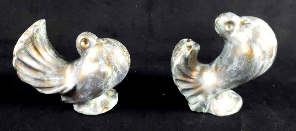 Lot 902: Set of Signed Vaisey Bird Salt and Pepper Shakers