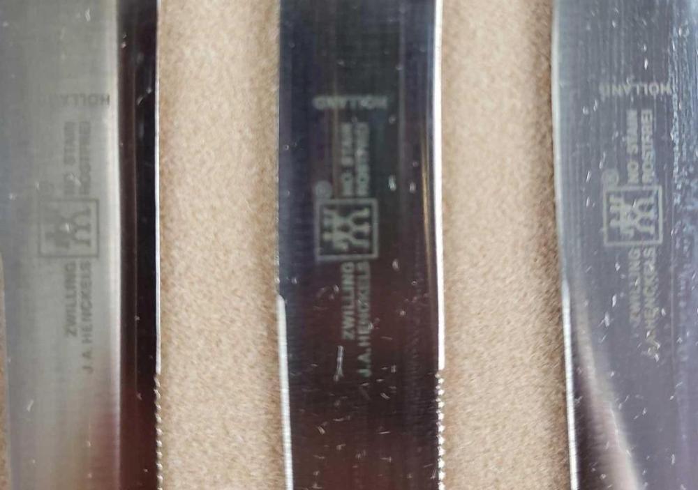 Lot 942: Zwilling JA Henckels 4 Piece Steak Knife Set