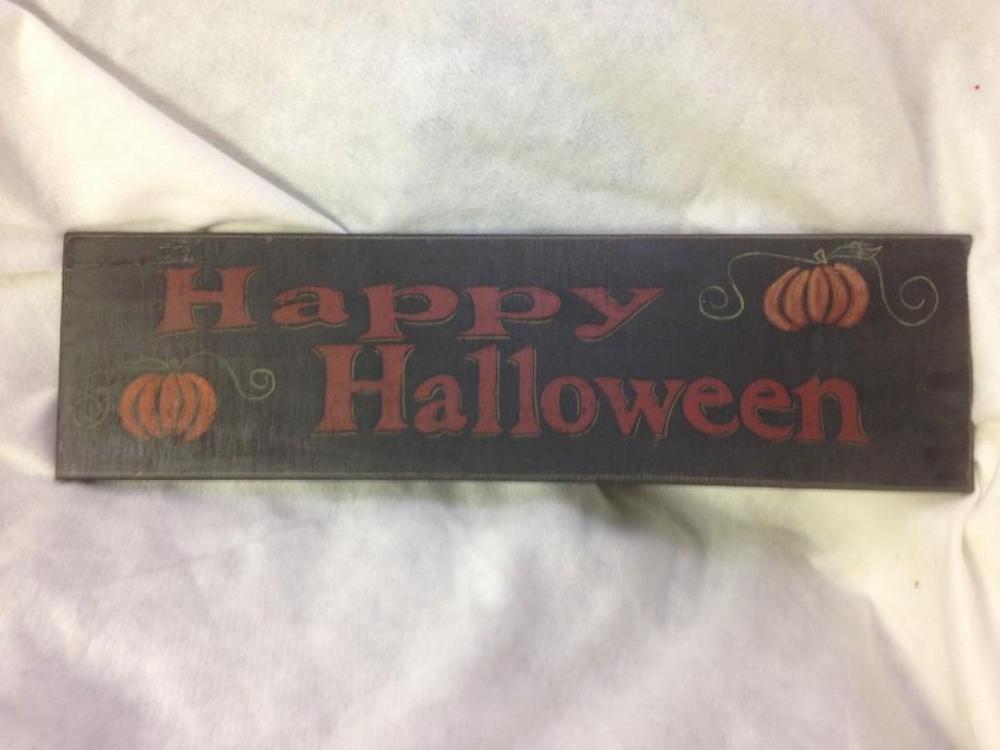 Lot 962: NOS- rustic Halloween Decor Sign-Happy Halloween lot 7
