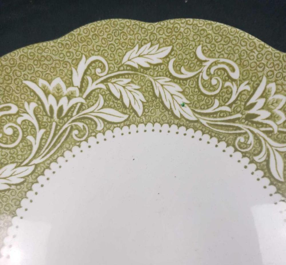 Lot 977: J and G Meakin Sterling Staffordshire Renaissance Green Pattern Bowl