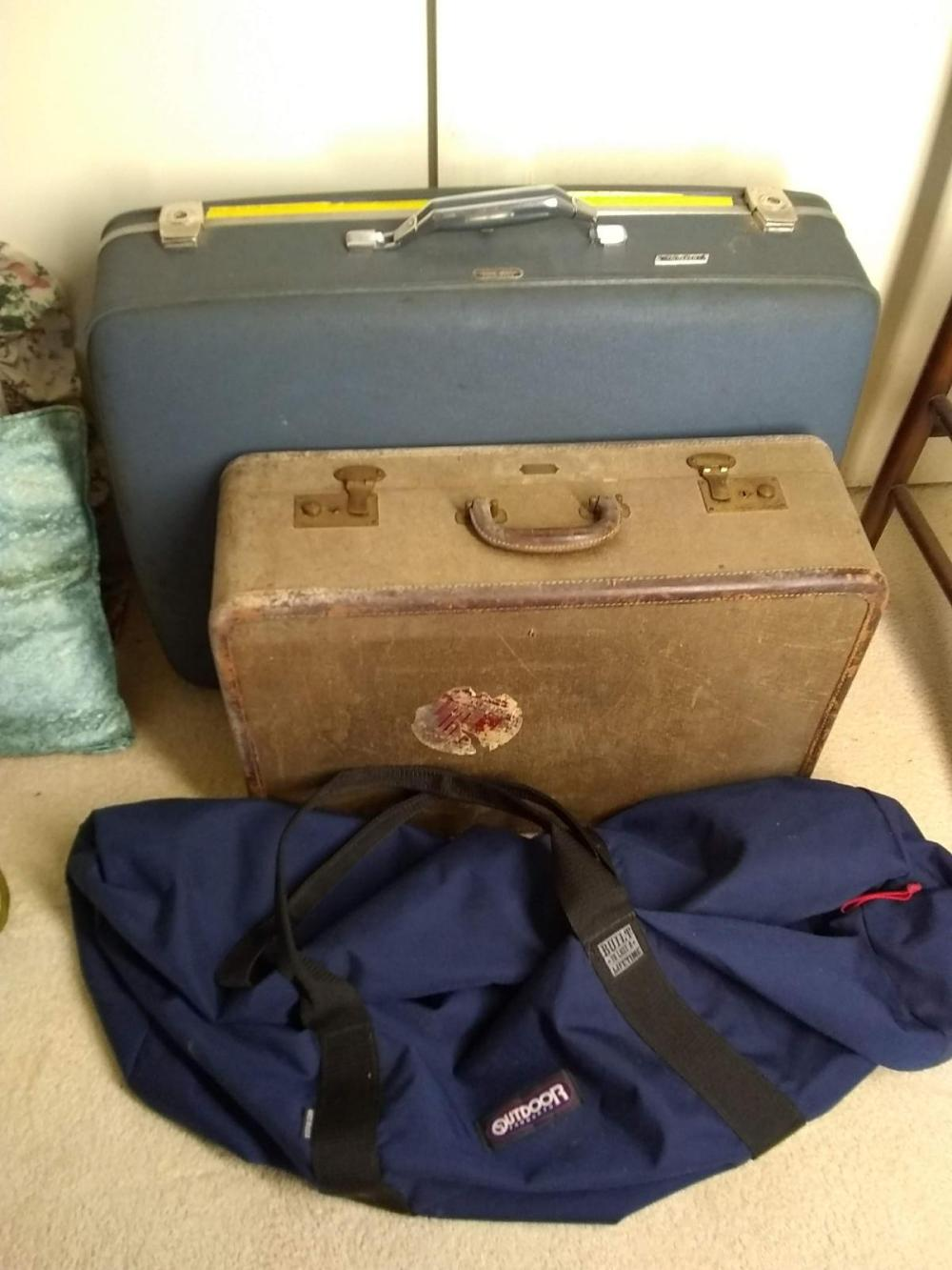 Assorted Suit Cases & Travel Bag