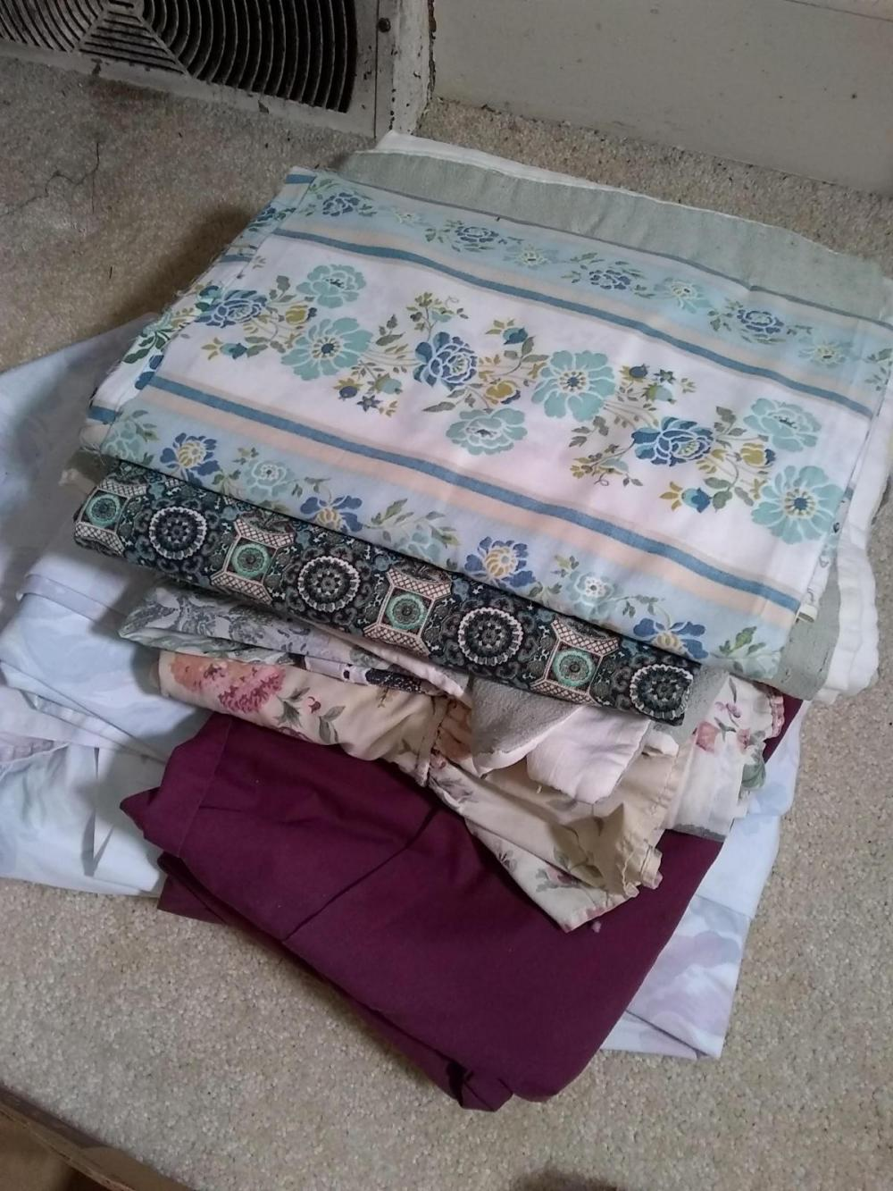Assorted Sheets & Linens