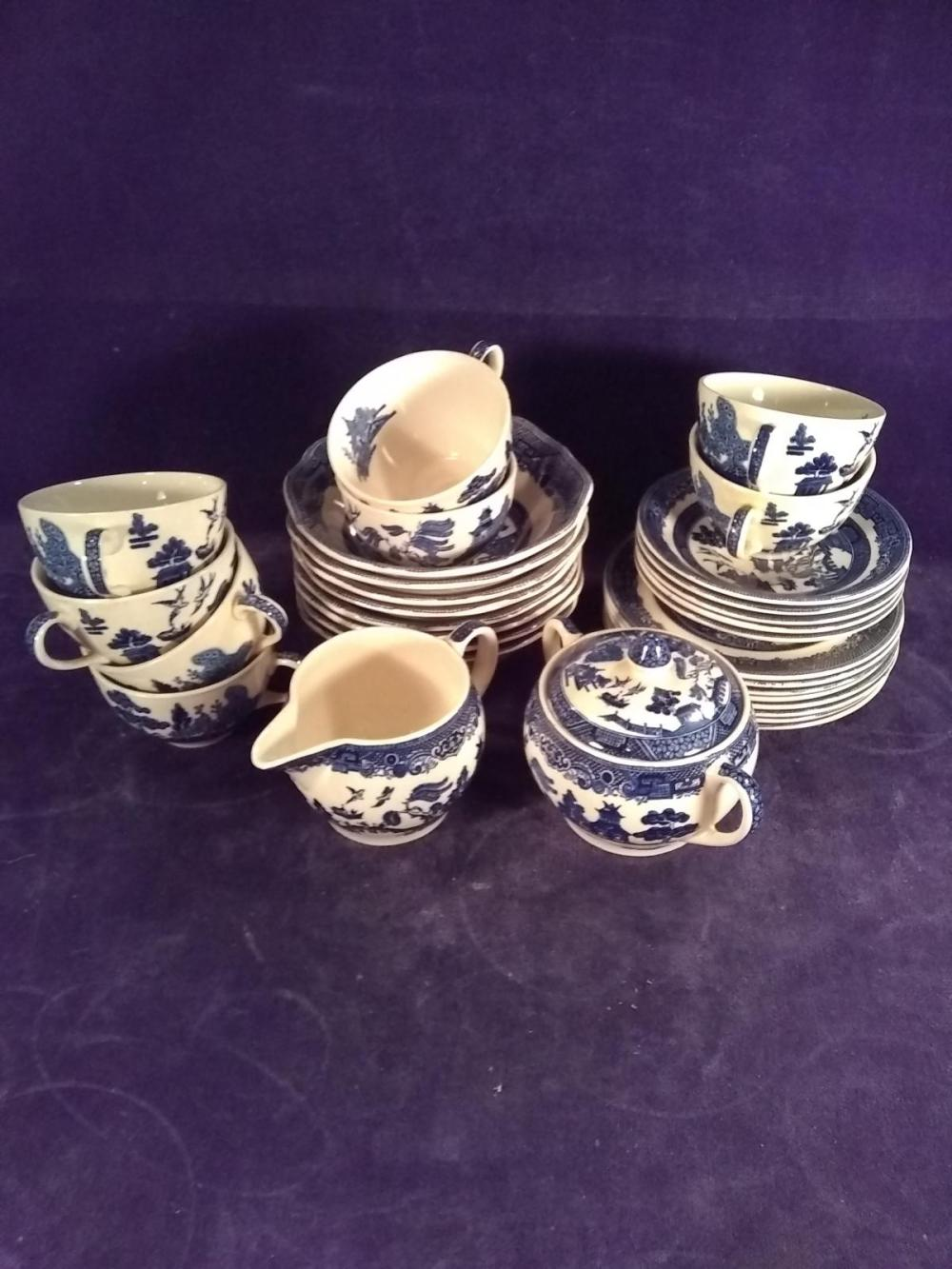 China- 31 pcs Vintage Blue Willow, Johnson Brothers