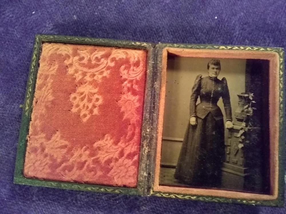 Vintage Tin Typle of Lady w/ Case