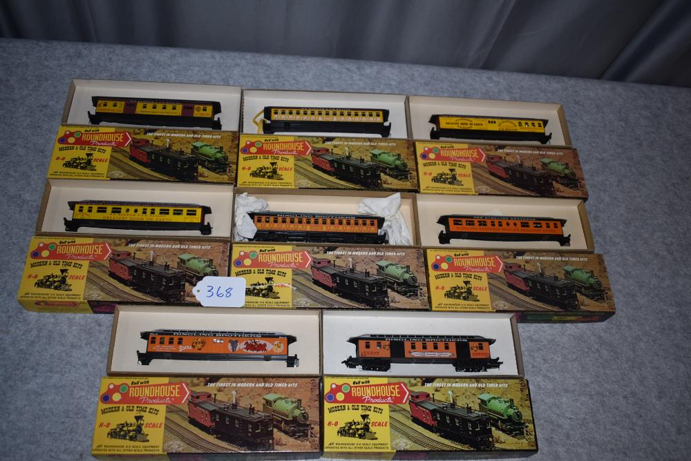 Lot of 8 HO Roadhouse Products Rail Cars including 4-Barnum and Bailey 50' Rail Cars, 4-Ringling Brothers 50' Rail Cars, all w/boxes
