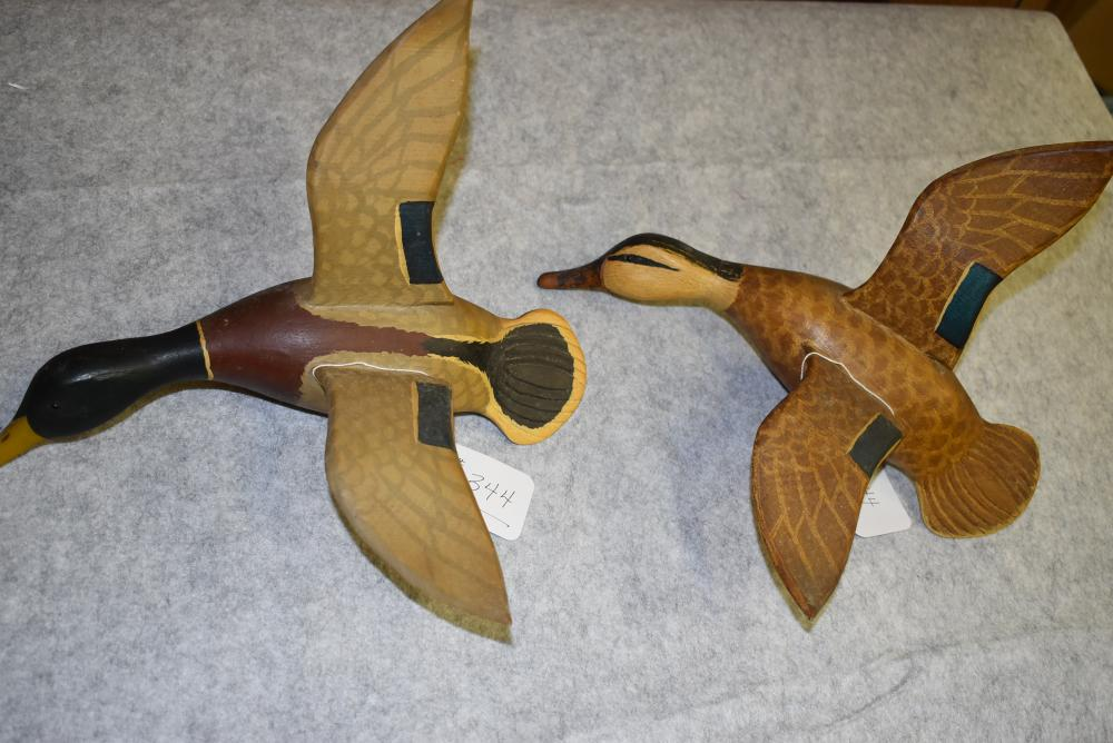 """Pair of Flying Mallard Duck Carvings – A Drake & A Hen Mallard – The Bill & Tails Show Detailed Carving – Glass Eyes – The Hen Measures 12½"""" in Length – The Drake Measures 12¾"""" in Length – A Nice Pair for the Wall!!"""