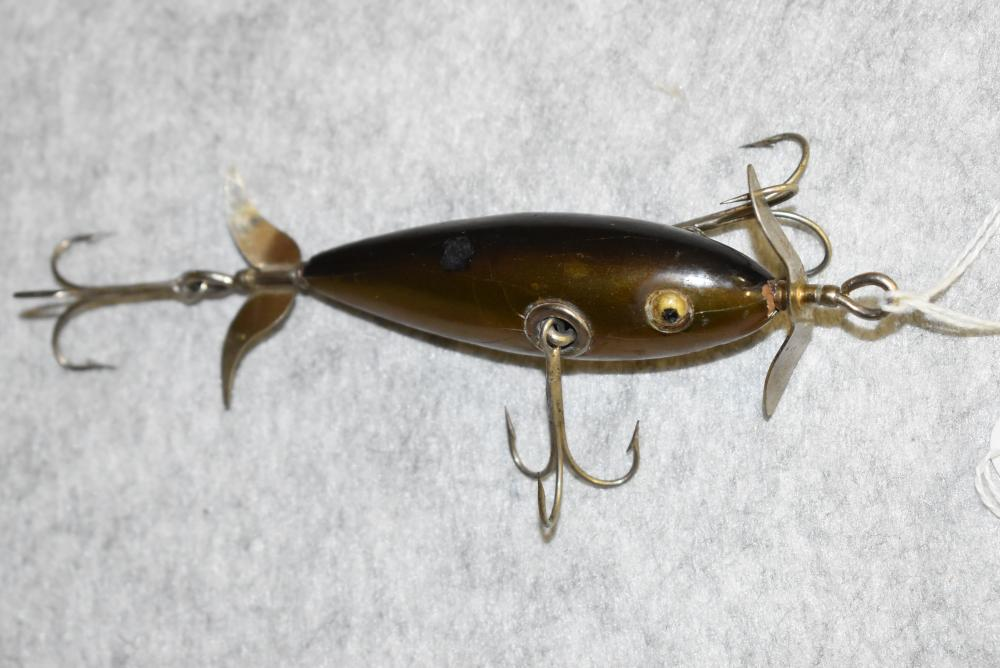 """Winchester 3 Hook Underwater Minnow – GE, Dark Green Finish on Back – Has Paint Chip on Top – Appears to be Touched Up – NOP, #9012 – Measures 3"""" in Length – Eyes Appear to be Cracked (F)"""