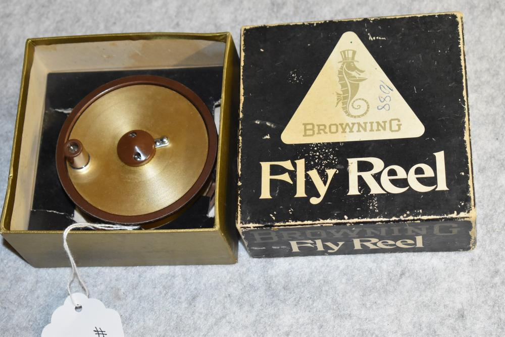 Browning Lightweight fly reel. Model 5230 in the original box. The box has some wear and stains. No click.