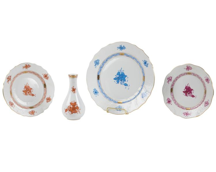 Herend Chinese Bouquet Dinner Plates and Vase