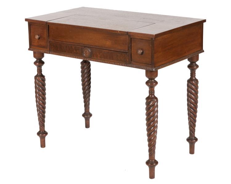 Colonial Mfg Company Spinet Desk
