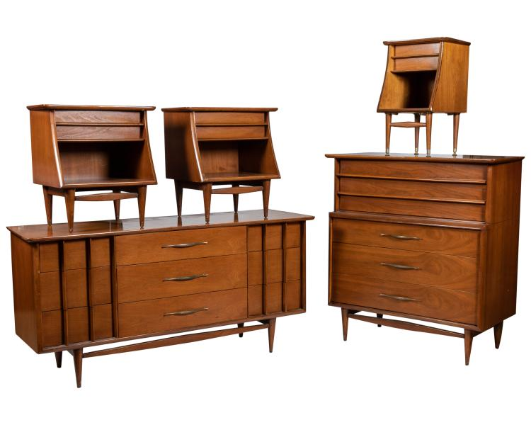 Sold Price Kent Coffey The Foreteller Five Piece Bedroom Set May 5 0118 12 00 Pm Edt