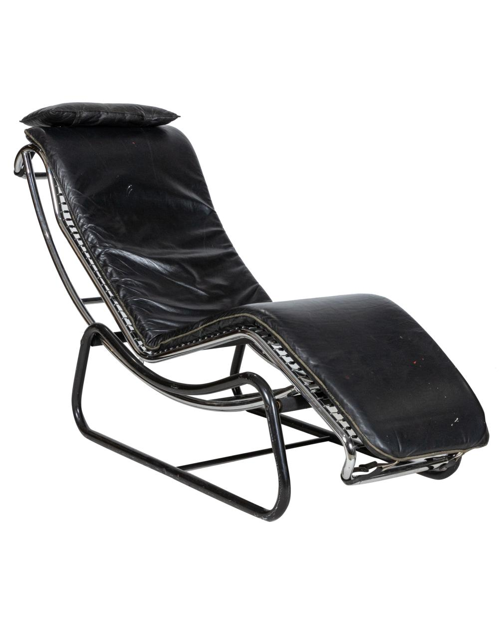 Chaise Lounge Styles: Corbusier Style Chaise Lounge