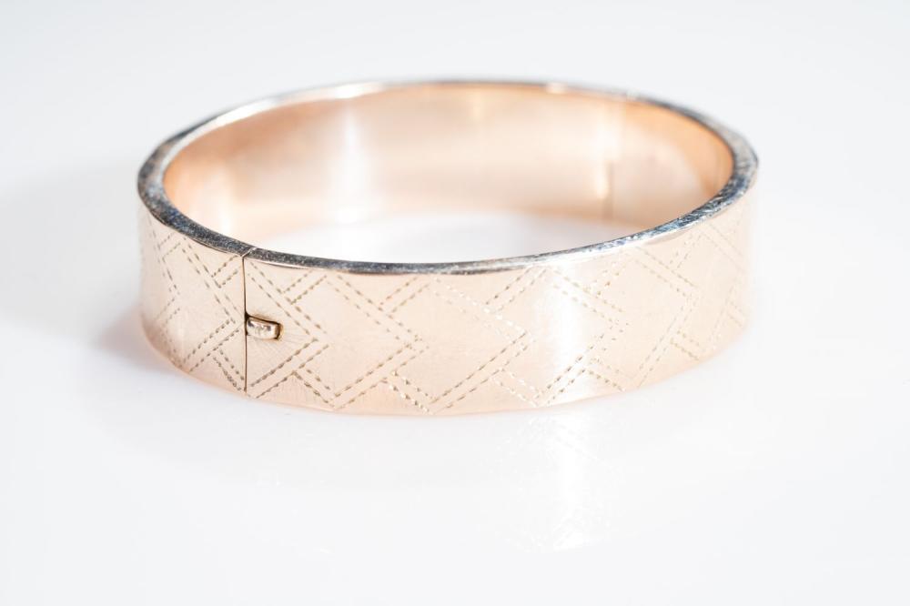 """14KR Estate Textured Bangle bracelet 7"""""""
