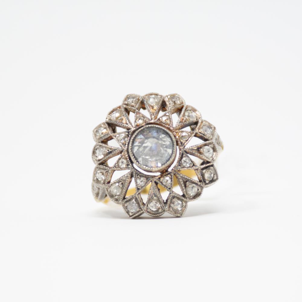 18KT Vintage Upside Down Diamond Ring