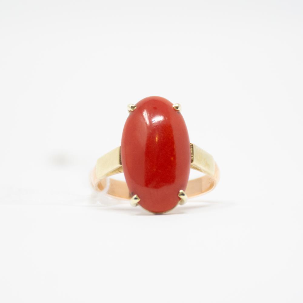 Vintage 14KT Oxblood Red Coral Ring