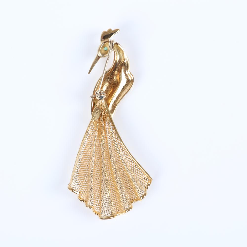 """Vintage 1950s 18K yellow gold exotic bird, peacock figural pin brooch with green gemstone eye and mesh tail, 6.75 dwt. 3""""H x 1 1/4""""W"""