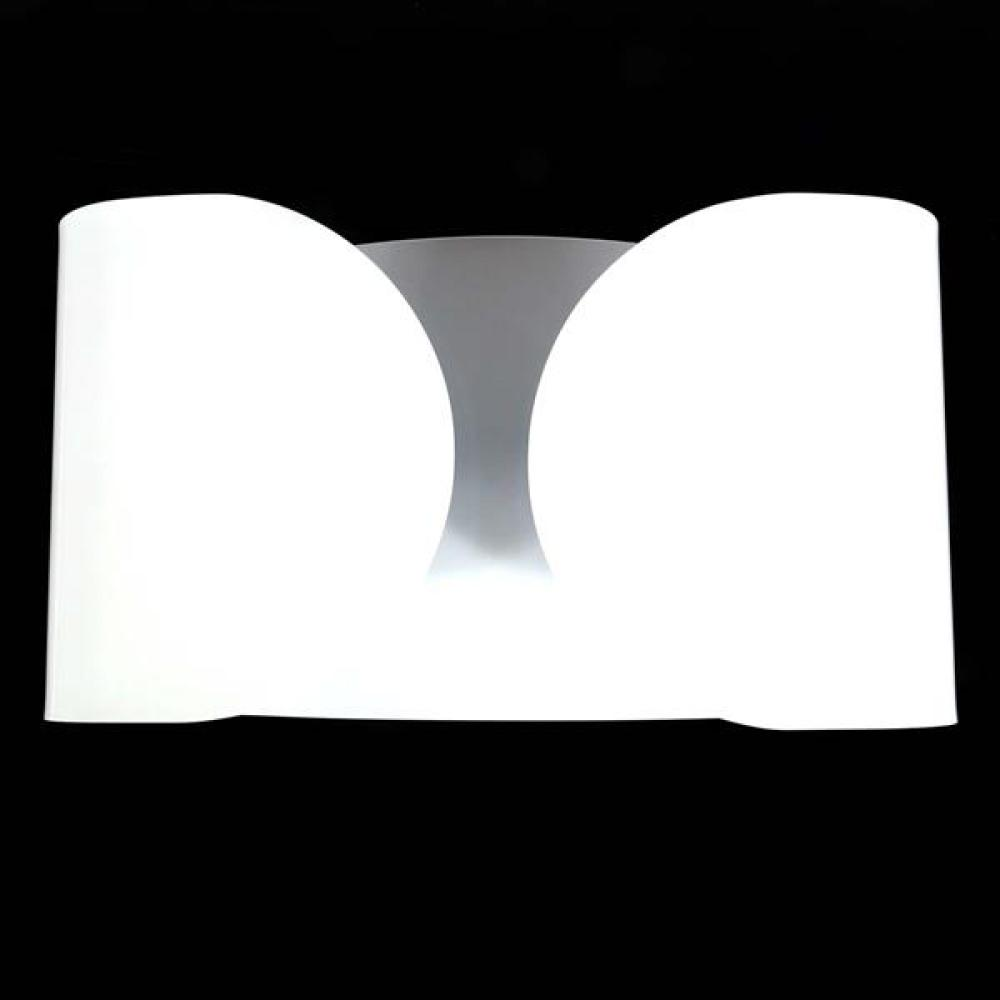 Flos 'Foglio' 2 light wall sconce designed by Tobia Scarpa, Italy. White finish.