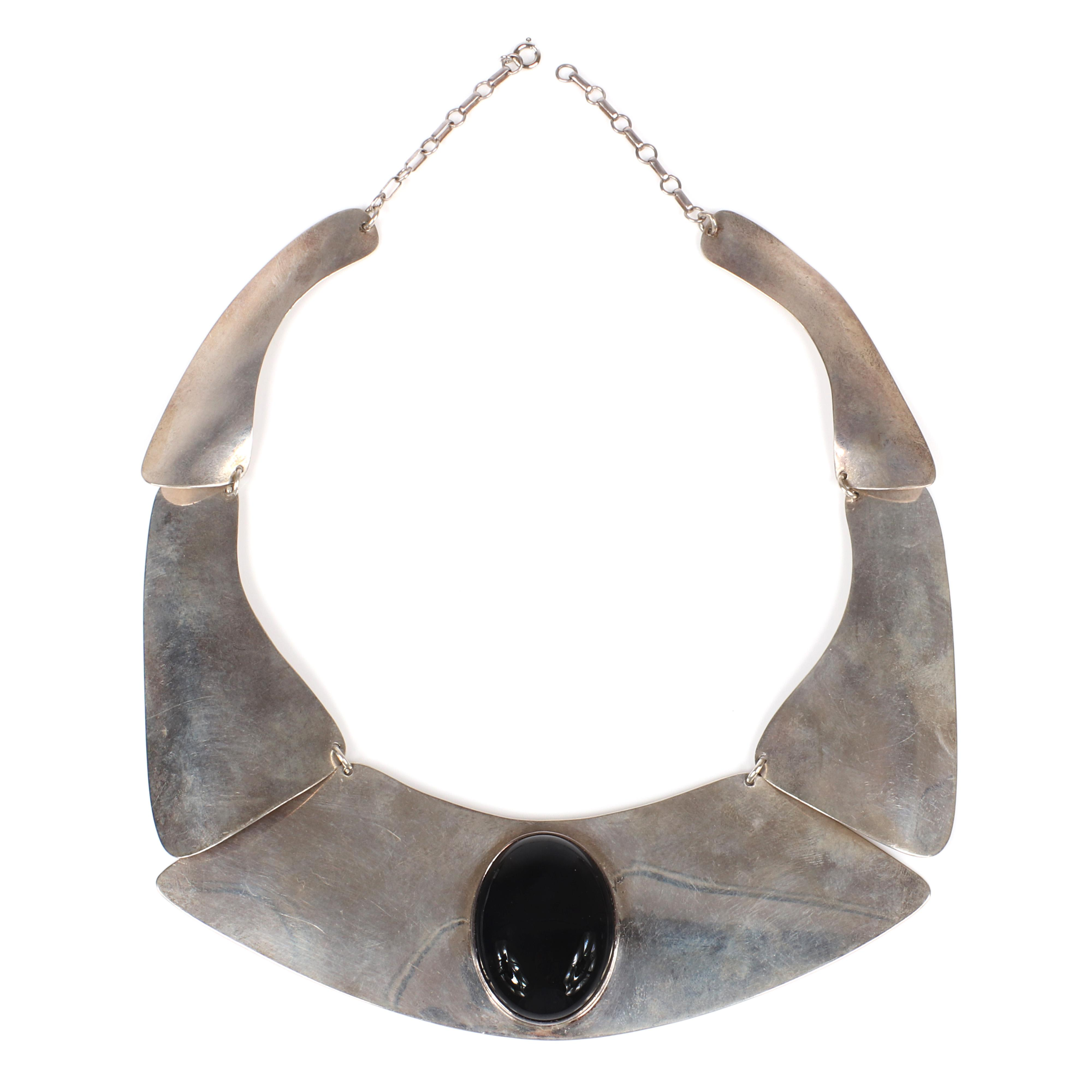 """Aaron Rubenstein Modernist artisan sterling silver linked panel collar necklace with large black onyx cabochon stone, dated 6/30/86. 18""""L, 2""""drop"""