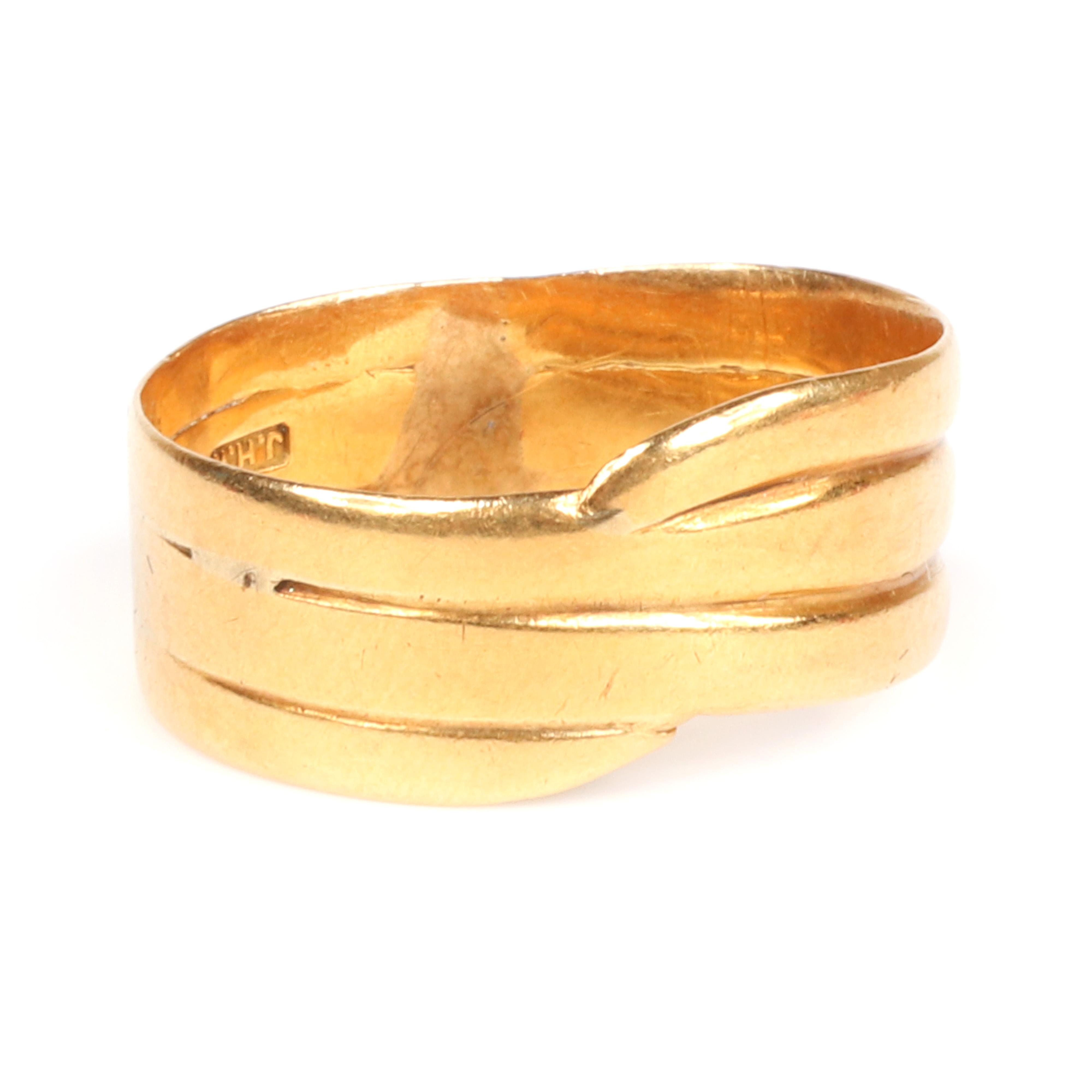 English 18K gold ring band, JHW jeweler with hallmarks, 2.50 dwt. RIng size 7 1/4