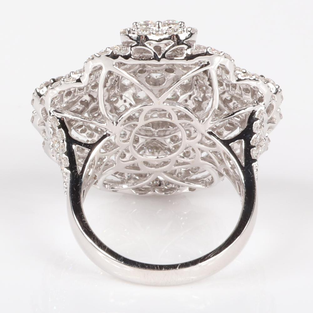 Diamond 18K white gold openwork Art Deco style pave cluster ring. Ring size 6 3/4