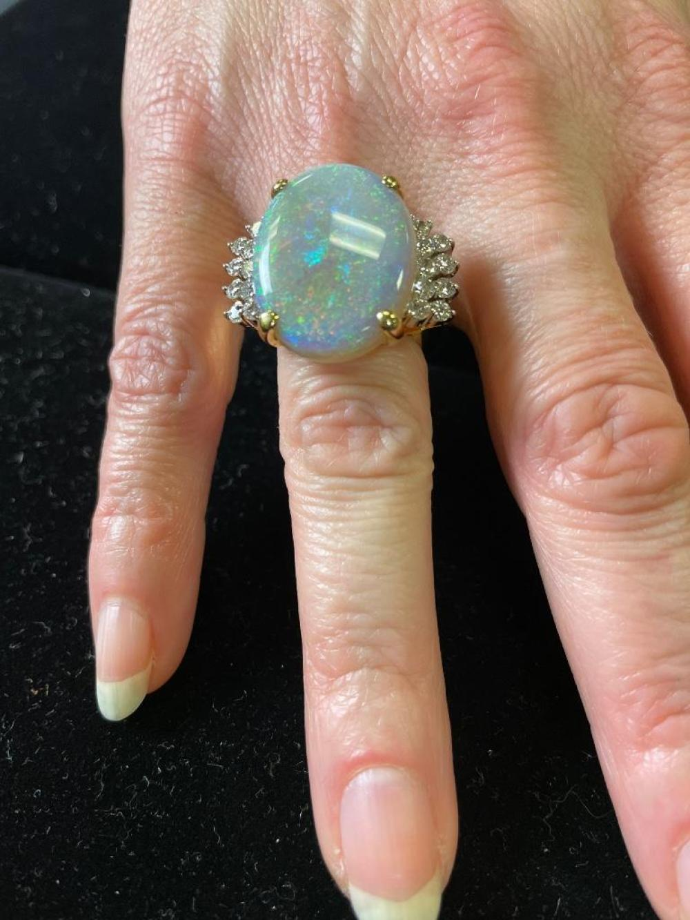 White opal and diamond 18K yellow gold cocktail ring. Ring size 6 3/4