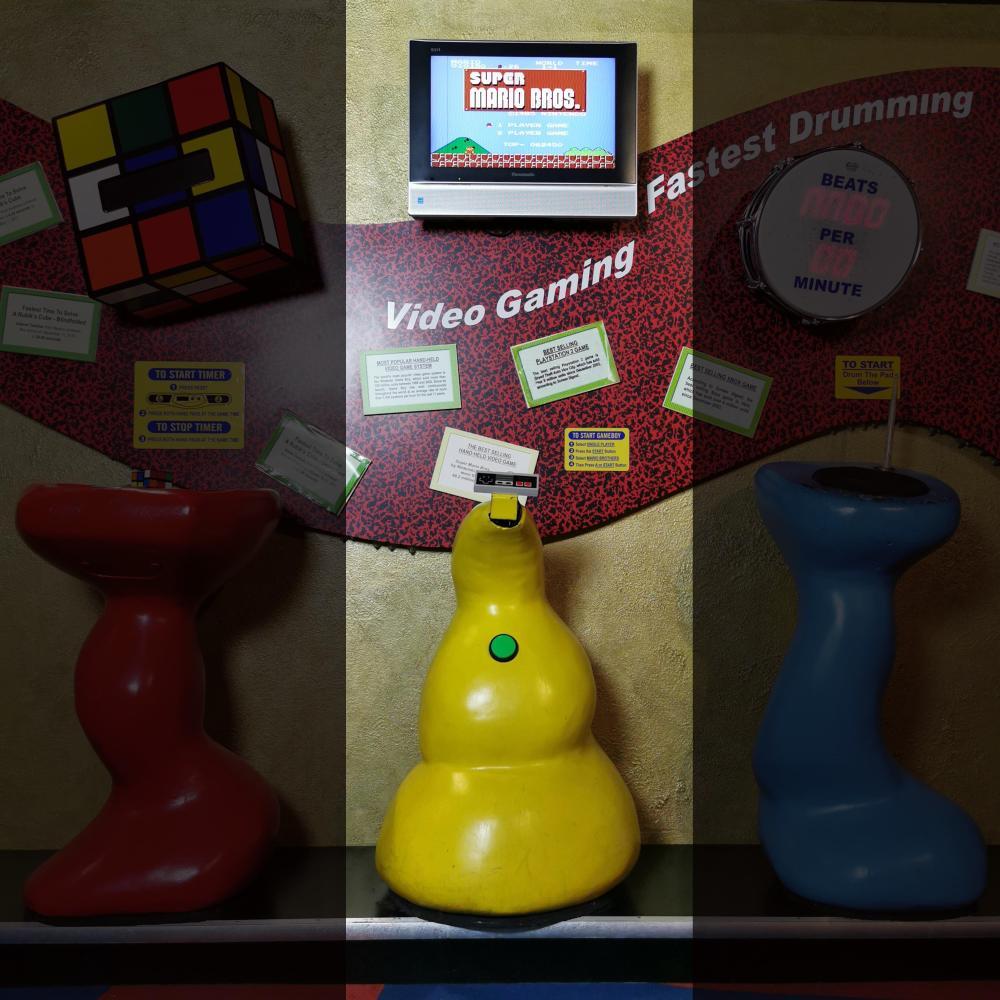 Nintendo NES Interactive Guinness Museum Best Selling Video Amusement Game Display