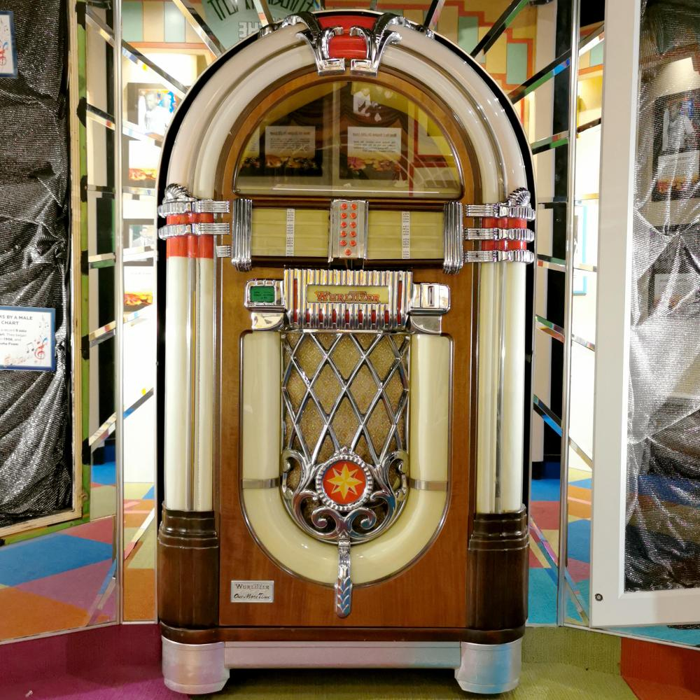 Wurlitzer One More Time Replica Jukebox - Vinyl, Model OMT 1015 Restored