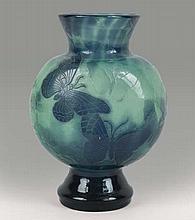 émile GALLé (1846-1904)   Vase sphérique à panse aplatie et col conique sur piédouche renflé.    épreuve en verre doublé violet et vert.    Décor de papillons sur fond forestier gravé en camée à l'acide.   Signé.   Haut.: 24cm.